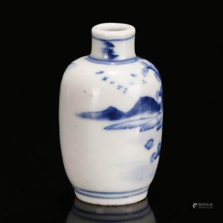 CHINESE BLUE WHITE PORCELAIN SNUFF BOTTLE