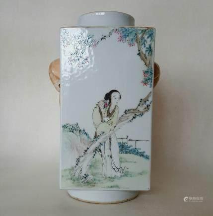 Chinese Qiangjiangcai Color Porcelain Vase