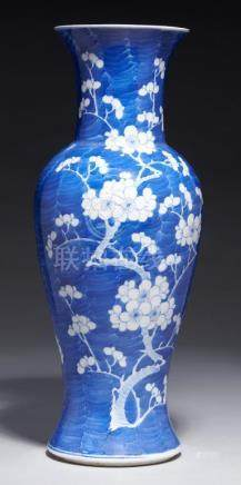A CHINESE BLUE AND WHITE YEN YEN VASE, QING DYNASTY, 19TH C painted with prunus on a cracked ice
