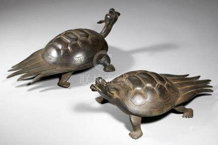 A PAIR OF CHINESE BRONZE MODELS OF TURTLES 12cm h++Undamaged