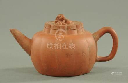 A Yixing teapot, 19th/20th century,