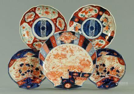 Three Japanese Imari shell shaped dishes, late 19th century,
