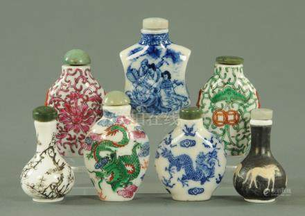 Five Chinese porcelain snuff bottles and two glass snuff bottles, 20th century, tallest 7 cm.