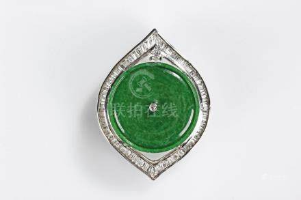 A NATURAL JADEITE 18K WHITE GOLD DIAMOND PENDANT