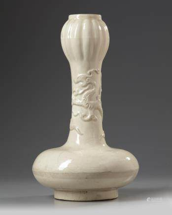 A Chinese cream crackle-glazed garlic mouth vase