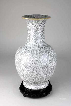 Chinesische Porzellanvase mit Krakelee-Glasur, 18./ 19. Jh., balusterförmiger Korpus, mit