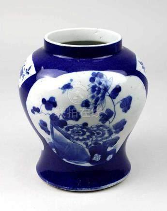 Chinesische Porzellan-Vase, Kangxi-Periode (1661-1722), balusterförmiger, Porzellan weißer Scherben,