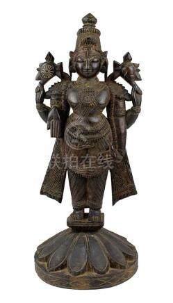Vishnu, Holzfigur, Südindien um 1900, aus dunklem Teakholz mit schöner Patina,vierarmige Darstellung