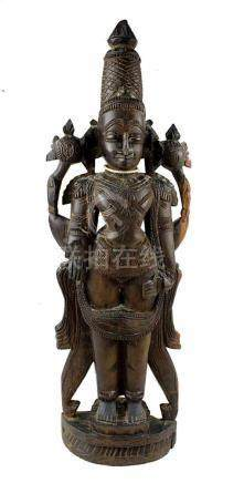 Vishnu, Holzfigur, Südindien um 1900, aus dunklem Teakholz, vierarmige Darstellung des Gottes,