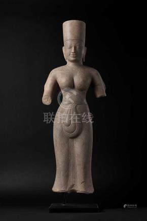 Torsofigur einer Uma oder Durga.Stehende weibliche Gottheit in angedeuteter Tribhanga-Haltung.