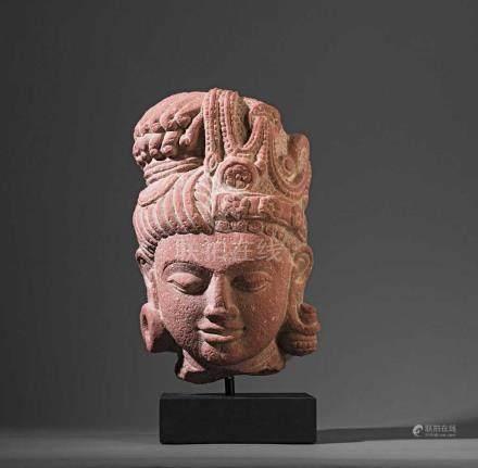 Kopf des Shiva Ardhanarishvara. Darstellung als androgyne Gottheit als Synthese der universellen