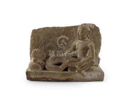 Paar in Liebe vereint. Steinrelief. Indien. 28 x 37,5 x 12 cm