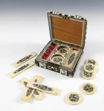 Spielmarkendose. Holz mit Belag aus Horn und Elfenbein. Innen vier Behältnisse mit runden und