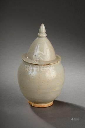 Urne couverte Qinbaï  pansue à fond plat et couvercle conique à tenon de préhen