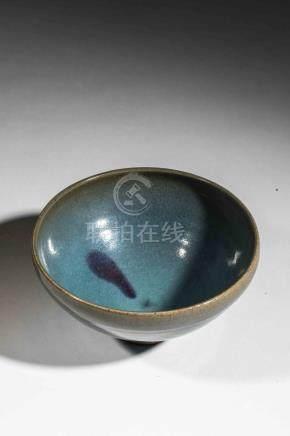 Coupe Junyao de forme lianzi sur pied en couronne en grès porcelaineux à épaiss