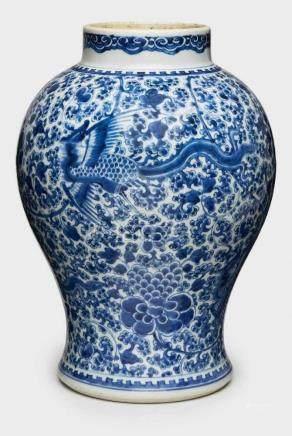 Gr. Vase, Kangxi, China wohl 19. Jh.Porzellan m. Malereidekor in Unterglasur-Blau. Wandung im oberen