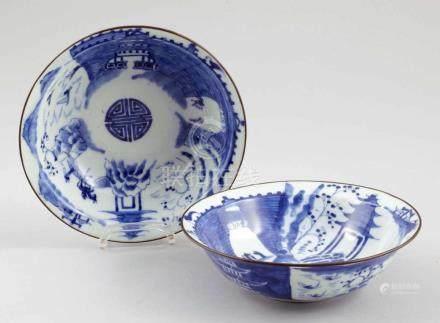 Paar ReisschalenChina, Anfang 20. Jahrhundert. Porzellan. Blaue Unterglasurmalerei. Metallrand. H. 5