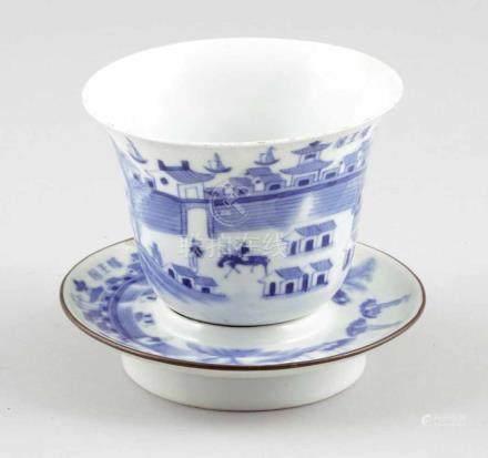 Weinbecher mit UntertasseChina, Anfang 20. Jahrhundert. Porzellan. Blaue Unterglasurmalerei.