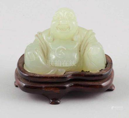 BuddhaJapan. - Ho-Tai - Jade. H. 7 cm. Mit Holzsockel.