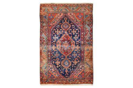 A FINE HAMADAN RUG, WEST PERSIA approx: 6ft.9in. x