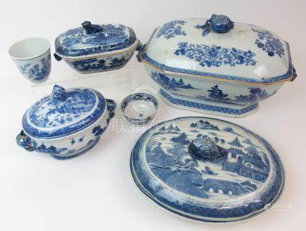 A CHINESE EXPORT BLUE AND WHITE OCTAGONAL SOUP TUREEN AND COVER painted with pagodas on islands,
