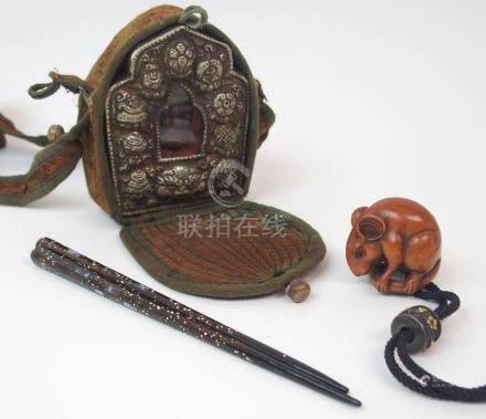 A JAPANESE CARVED WOOD NETSUKE OF A RAT seated holding its tail, signed, 3.5cm high, with Komai