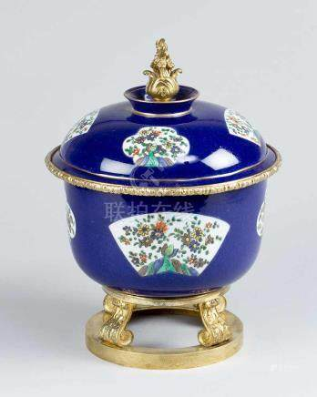 Chinese bowl with French mount, the round porcelain bowl with arched lid and upstanding border