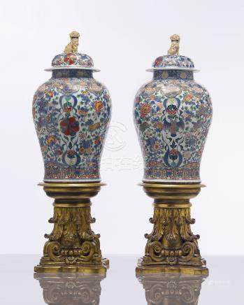 A MASSIVE PAIR OF MEXICAN MARKET VERTE-IMARI JARS AND COVERS