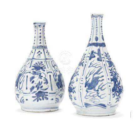 A PAIR OF BLUE AND WHITE 'KRAAK' BOTTLE VASES