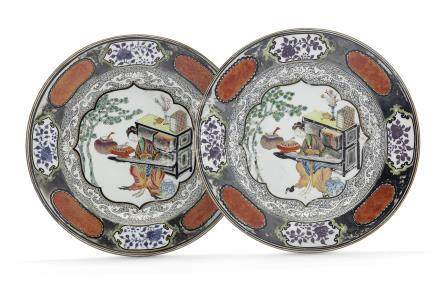 A PAIR OF SILVERED FAMILLE ROSE PLATES
