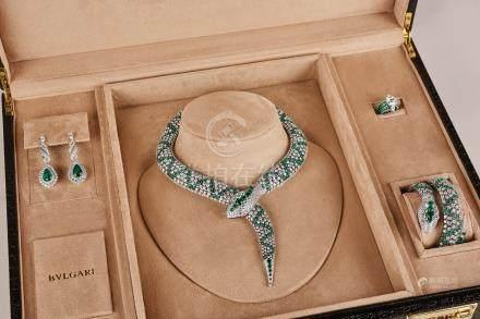 宝格丽设计 祖母绿配钻石项链,腕表,耳环及戒指套装