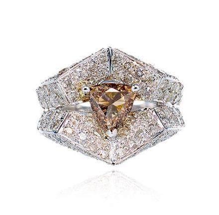 彩色钻石配钻石戒指