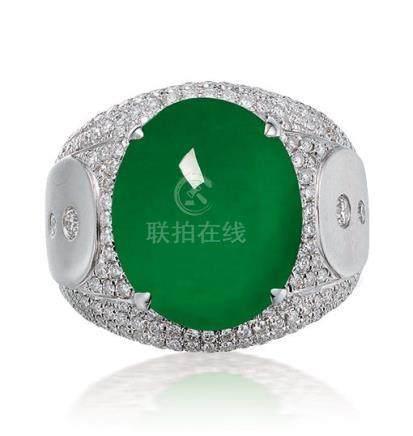 缅甸天然翡翠配钻石戒指