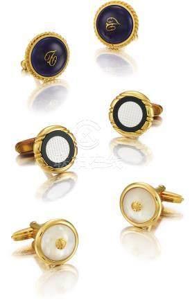 Okura,Dunhill 及Unsigned 三對黃金、銅製及珠母貝袖扣,約2000年製。