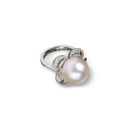 白色南洋珍珠配钻石戒指