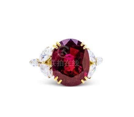 梵克雅宝 8.85克拉天然椭圆形无烧红宝石配钻石戒指