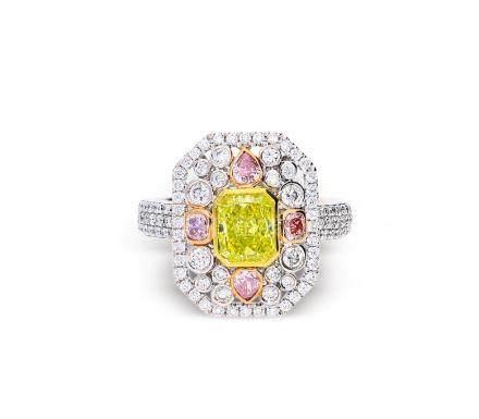 1.15克拉枕形浓彩黄录钻石配钻石戒指