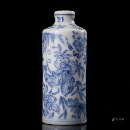 CHINESE BLUE WHITE FOLIAGE SNUFF BOTTLE
