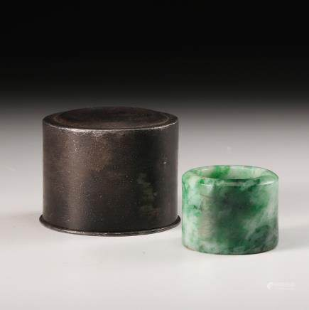 CHINESE JADEITE THUMB RING W/ CASE