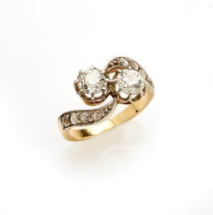 Bague Toi et Moi en or de deux tons 18K (750/°°), ornée de diamants taille anci