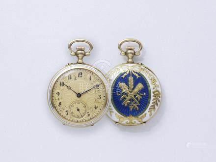 Belle montre de col en or 750 millièmes satiné, cadran doré guilloché avec chif