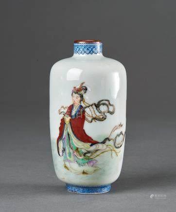 民國 粉彩仙女瓶