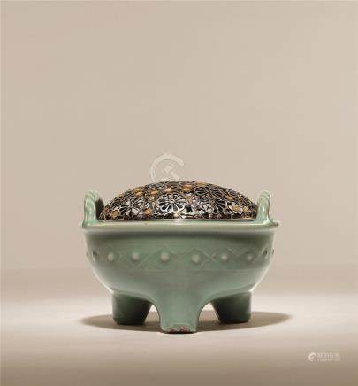 宋-元 粉青瓷绳纹耳鼎式炉