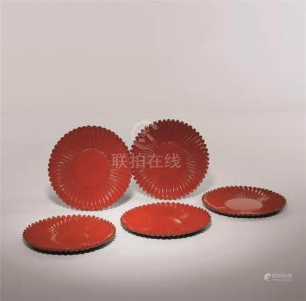清 红漆菊瓣盘 (五枚一组)