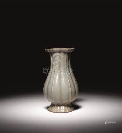 北宋 龙泉官窑海棠瓶