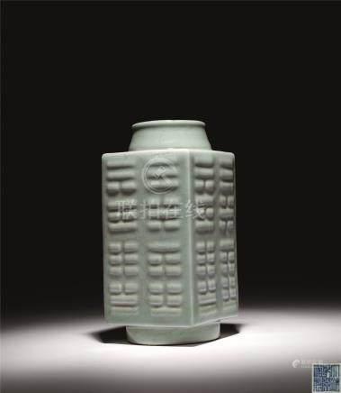 清乾隆 青瓷八挂琮式瓶