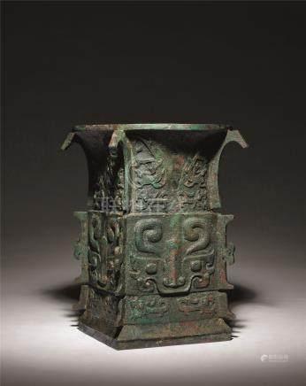 商 青铜兽面纹出戟方尊