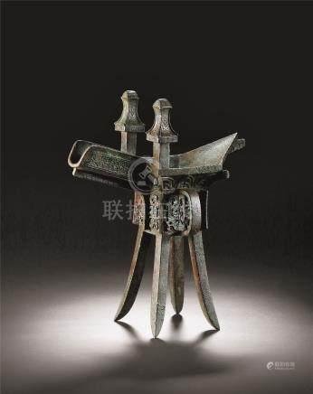 商晚期 青铜夔龙纹斝