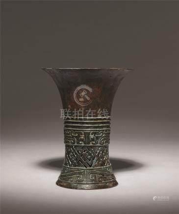 西周 青铜兽面纹镂空觚