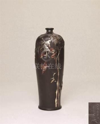 明治时期 铁地金银镶嵌竹雀图花瓶